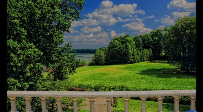 Jezioro i las, ogród i pałac, pola i łąki – czyli Pozorty na każdą porę roku