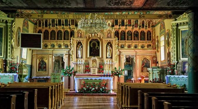 Skomplikowane obliczenia dla daty święta, zawiłe losy zabytków sakralnych, piękno drewnianej architektury