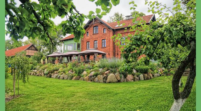 Niezwykła Karczemka – uratowane miejsce zachęca kolorem i krajobrazem do odwiedzin